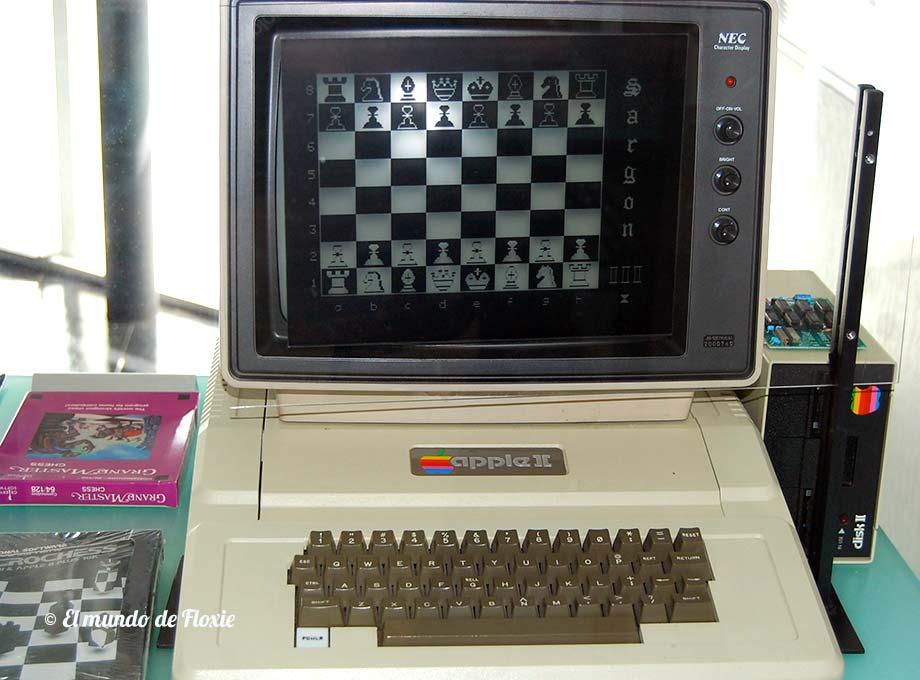 La Apple II, el caballito de batalla de Apple, comenzó a fabricarse en serie a fines de los 70 y vendió millones de unidades. Se convirtió en una computadora de culto para muchos. - Computer history museum en Silicon Valley