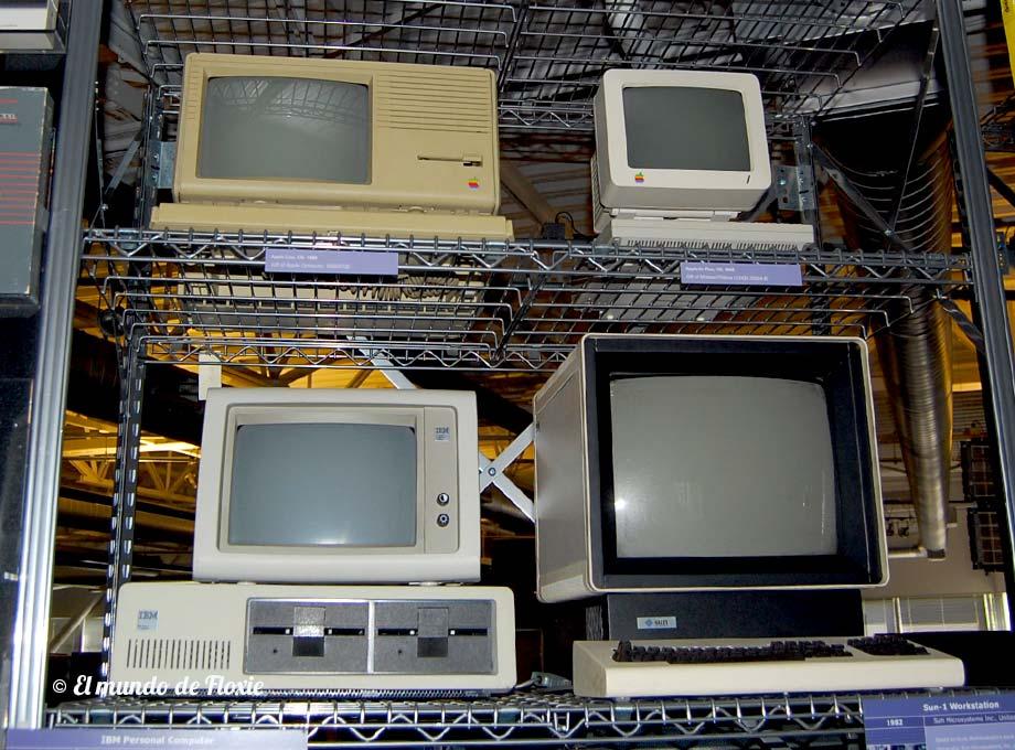 Arriba una Apple LISA y una Apple IIc Plus. Abajo la clásica IBM PC y una workstation SUN-1 - Computer History Museum en Silicon Valley