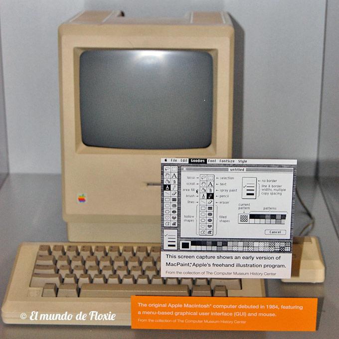 La ya clásica Apple Macintosh de 1984 y su famosa interface gráfica y sus íconos diseñados por Susan Kare - Computer history museum en Silicon Valley