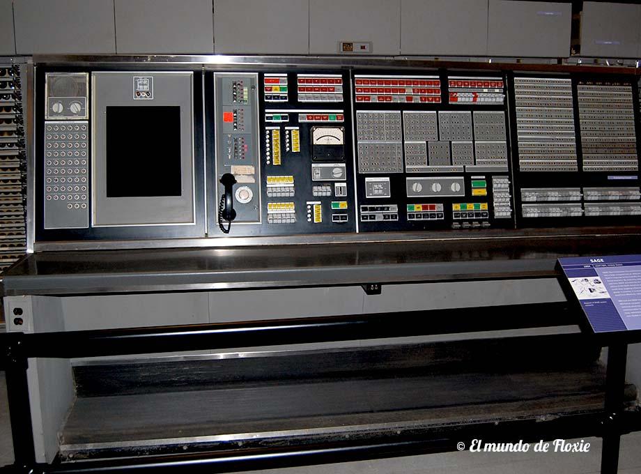 SAGE - Computadora para uso militar fabricada por IBM en 1954, plena época de la Guerra Fría - Computer History Museum en Silicon Valley